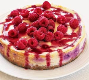 baked-cheesecake-with-raspberries